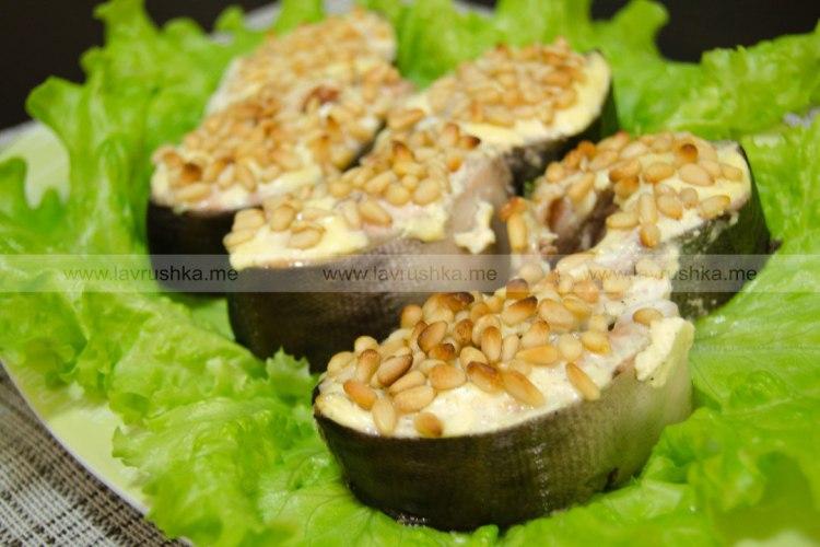 Стейки горбуши с кедровыми орешками