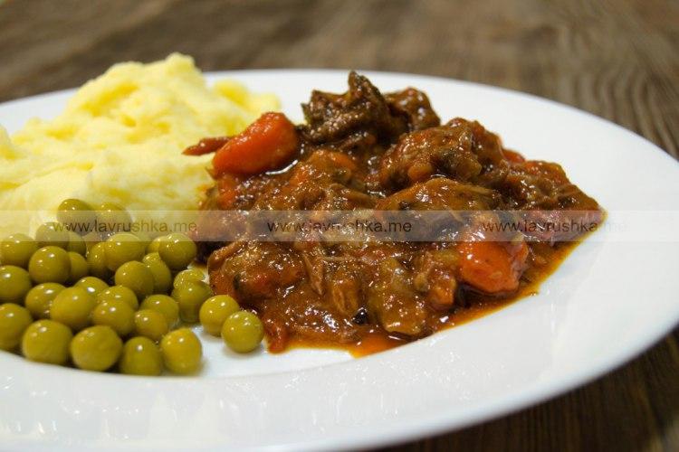 Рагу из бычьих хвостов с овощами